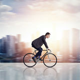 Zakenman op een fiets Royalty-vrije Stock Afbeelding
