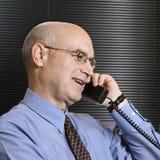 Zakenman op telefoon Stock Afbeelding