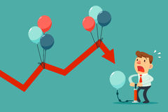 Zakenman pompende ballon om dalende grafiek te helpen Royalty-vrije Stock Foto's