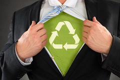 Zakenman Showing Recycled Symbol onder Zijn Overhemd stock foto