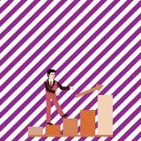 Zakenman Smiling en omhoog het Beklimmen van het Staafdiagram De gelukkige Mens in Kostuum na een Pijl gaat de Zuilvormige Grafie vector illustratie