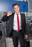 Zakenman With Suitcase And Suitcover in Wasserij Stock Fotografie