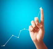Zakenman Touching een Grafiek Stock Foto