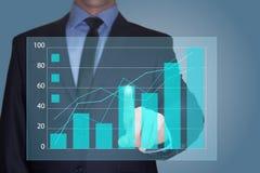 Zakenman Touching een Grafiek die op de Groei wijst Bedrijfs concept royalty-vrije stock fotografie