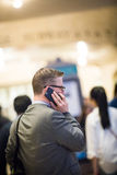 Zakenman Traveling en op de Telefoon in Grand Central Subw royalty-vrije stock foto