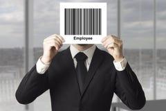 Zakenman verbergend gezicht achter de werknemer van de tekenstreepjescode stock foto