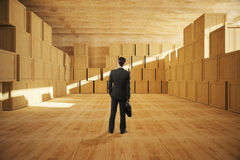 Zakenman In Warehouse Royalty-vrije Stock Fotografie