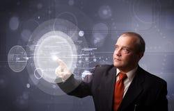 Zakenman wat betreft abstracte geavanceerd technische cirkelknopen Royalty-vrije Stock Afbeeldingen