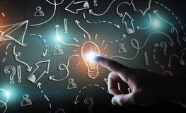 Zakenman wat betreft getrokken hand lightbulb en pijlen met zijn FI Royalty-vrije Stock Afbeelding