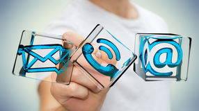 Zakenman wat betreft het transparante pictogram van het kubuscontact met digitaal Stock Afbeelding
