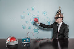 Zakenman Wearing Helmet Holding Brain By Connecting Laptops Text stock foto's