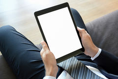 Zakenmanhanden die tabletpc met het lege scherm houden royalty-vrije stock foto