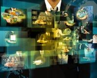 Zakenmanholding die beelden bereiken die in handen stromen Financia stock foto