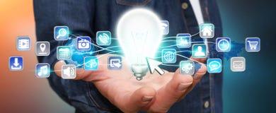 Zakenmanholding lightbulb met digitale pictogrammen Stock Foto's