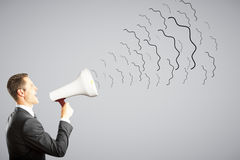 Zakenmanschreeuwen door megafoon Stock Fotografie