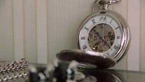 Zakhorloge op de tijdspanne van de lijsttijd stock footage
