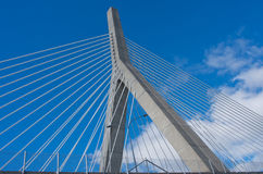 Zakim邦克山纪念桥梁在波士顿,美国 免版税库存图片
