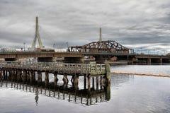 Zakim邦克山纪念桥梁在波士顿 免版税库存图片