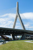 Zakim Brücke von Paul verehren Park in Boston Stockbilder