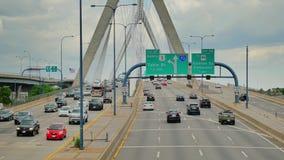 zakim leonard massachusetts p холма дзота моста boston Движение моста холма бункера Zakim устанавливая съемку сток-видео