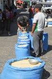 Zakken graan in Santiago de Atitlan Stock Afbeelding