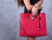 Zakkenmodetrends Sluit omhoog van schitterende modieuze zak Fashionab Stock Foto