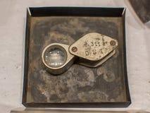 Zaklansen, klein die vergrotingsapparaat wordt gebruikt om kleine details dichter te zien royalty-vrije stock fotografie