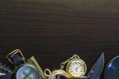 Zakmes met kompas, document, potlood, notitieboekje, zakhorloge, rop Royalty-vrije Stock Foto's