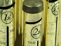 Zakończenie w górę euro pieniądze oszczędzania tubki, pieniądze pudełko obrazy royalty free
