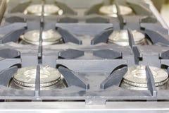 Zakończenie w górę nowożytnej benzynowej kuchenki robić od stali, obsada groszak lub żelazo lub obrazy stock