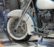 Zakończenia up - frontowy koło motocykl, salowa fotografia Obrazy Stock