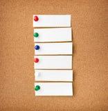 Zakończenia up - frontowy widok illustrative corkboard z pustym bielem n obraz stock