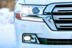 Zakończenia up - przód nowy srebny samochodowy zderzak zdjęcie stock