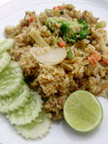 Zakończenia up zieleni curry smażący ryż na naczyniu, Wyśmienicie smażący ryż z kurczak zieleni currym, Tajlandzki jedzenie Zdjęcia Royalty Free