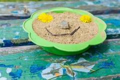 Zakończenie ławka na ławce i arfie wypełniał z piaskiem Obrazy Stock
