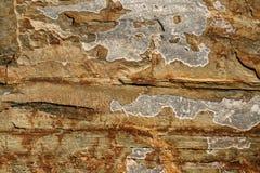 Zakończenie ściana ryży płatowaty góra łupek z nierównymi punktami zdjęcia stock