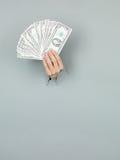 Żeński ręki mienia pieniądze zdjęcia stock