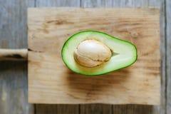 Zakończenie avocado cięcie w połówce Zdjęcie Royalty Free