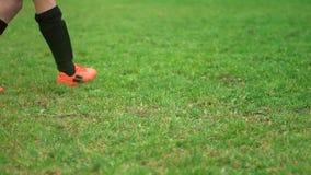Zakończenie bierze karny młody gracz piłki nożnej zdjęcie wideo