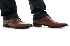Zakończenie bocznego widoku mężczyzna rzemienni brown eleganccy buty zdjęcia royalty free