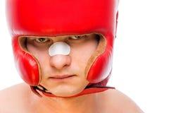 Zakończenie boksera ` s twarz w czerwonym hełmie Obrazy Stock
