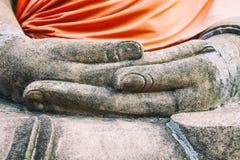 Zakończenie Buddha up wręcza Wat Yai Chaimongkhon, Ayuthaya, Tajlandia zdjęcia royalty free
