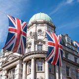 Zakończenie budynek na Regent Ulicznym Londyn z rzędem Brytyjski up zaznacza świętować ślub książe Harry Meghan Markle Obrazy Stock