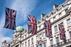 Zakończenie budynek na Regent Ulicznym Londyn z rzędem Brytyjski up zaznacza świętować ślub książe Harry Meghan Markle obraz royalty free