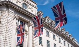 Zakończenie budynek na Regent Ulicznym Londyn z rzędem Brytyjski up zaznacza świętować ślub książe Harry Meghan Markle Obraz Stock