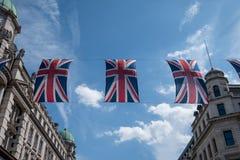 Zakończenie budynek na Regent Ulicznym Londyn z rzędem Brytyjski up zaznacza świętować ślub książe Harry Meghan Markle Fotografia Royalty Free