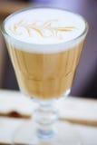 zakończenie Cappuccino Przy kawiarnią Zdjęcia Royalty Free