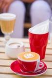 zakończenie Cappuccino Przy kawiarnią Fotografia Royalty Free