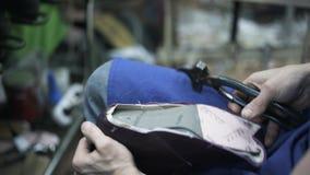 Zakończenie cobbler s up wręcza przybijać skórę zdjęcie wideo