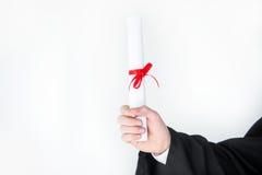 Zakończenie częściowy widok studencki mienie dyplom zdjęcie stock